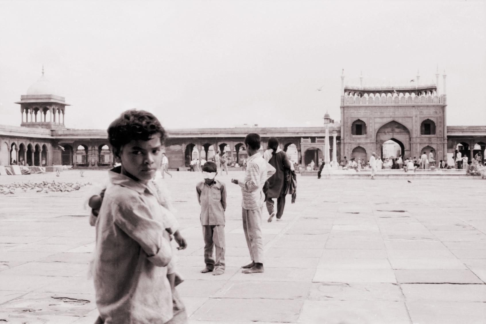 CHILDREN IN Jama Masjid Delhi