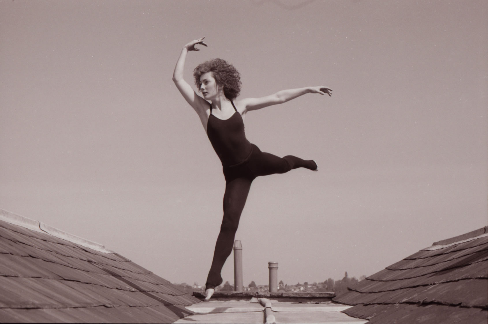 GIRL DANCE ON ROOF